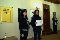 Ралица Базайтова от Министерство на културата и Сахак Касапян, един от отличените с първа награда